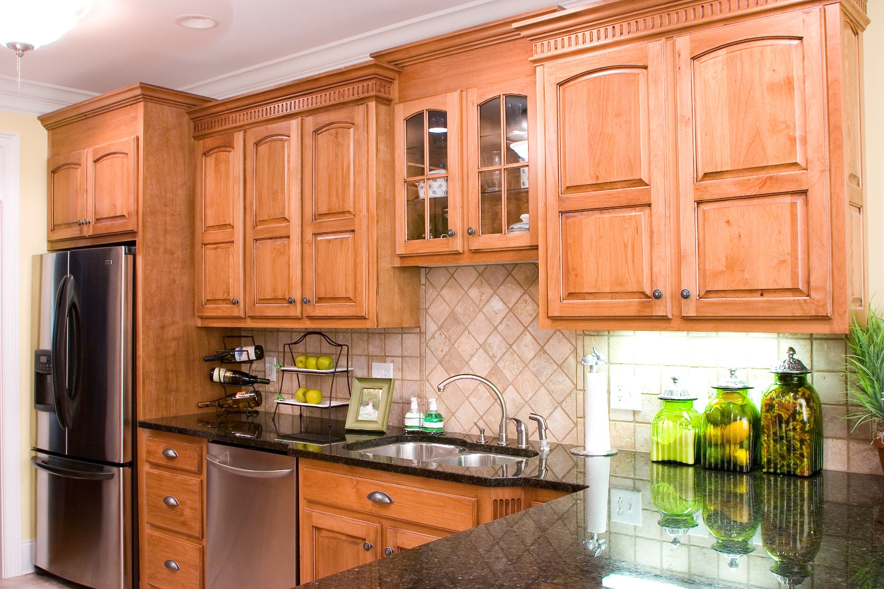 Alder kitchens wood hollow cabinets for Alder kitchen cabinets pictures