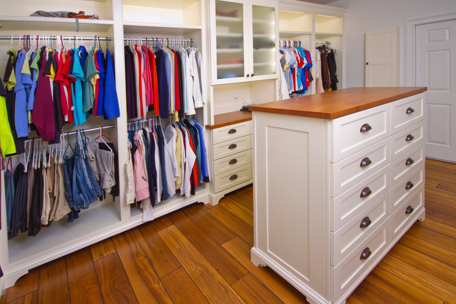 custom closet cabinets space organization custom closets chicago closets top shelf 1st. Black Bedroom Furniture Sets. Home Design Ideas