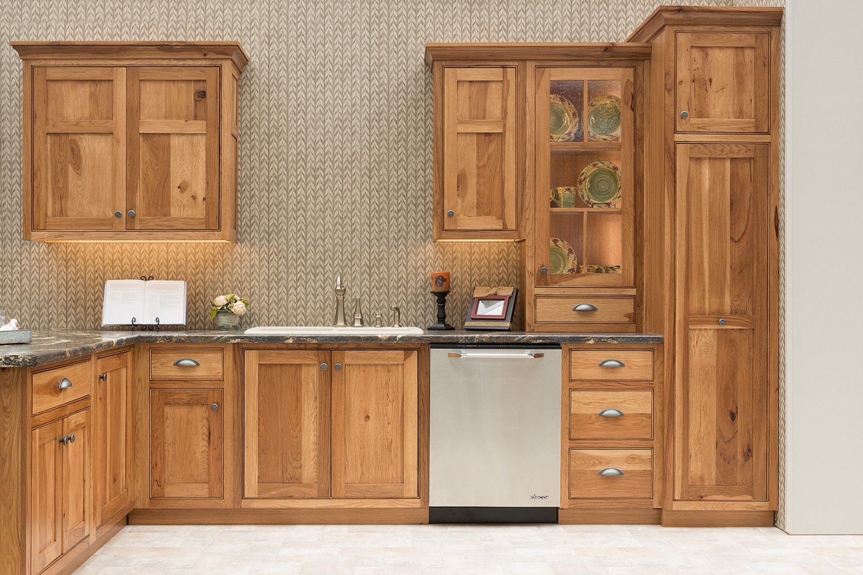 kitchen colors with hickory cabinets hickory kitchens wow 8231
